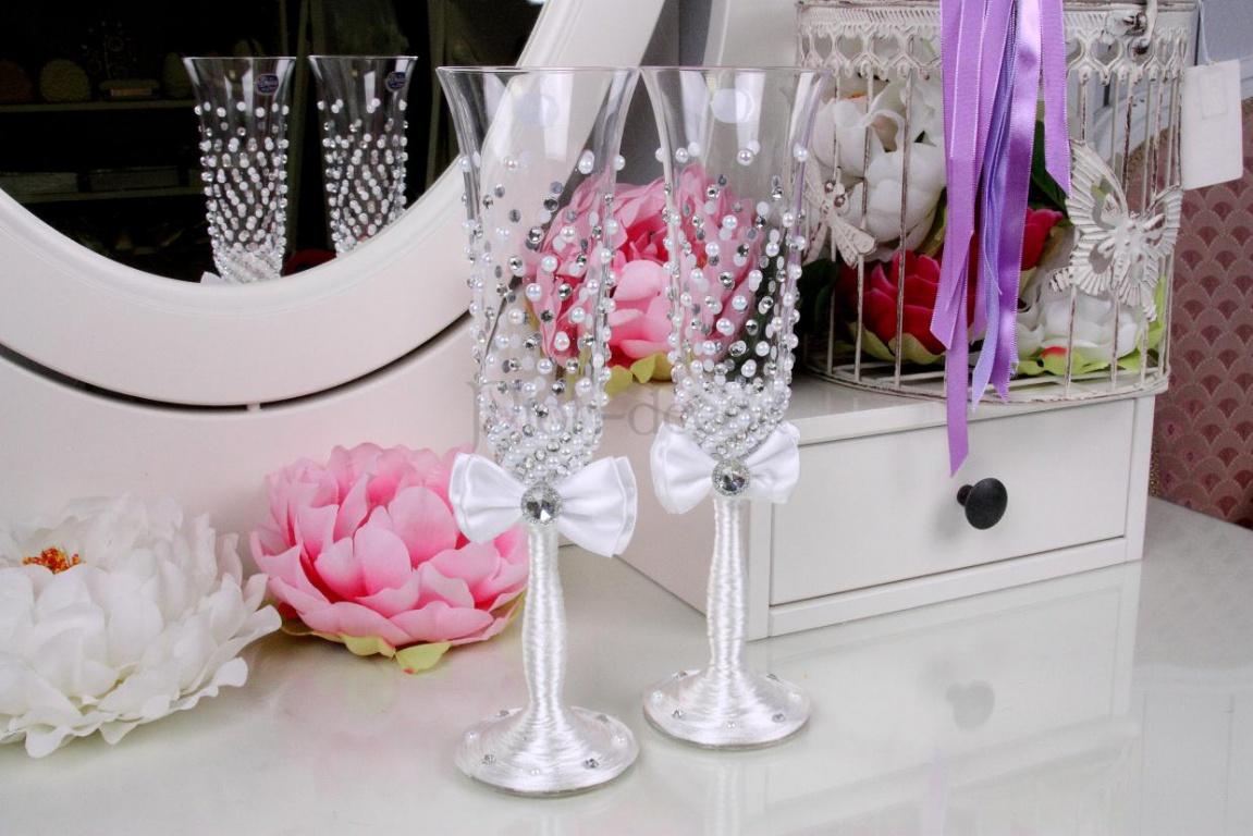 Как украшают бокалы на свадьбу своими руками