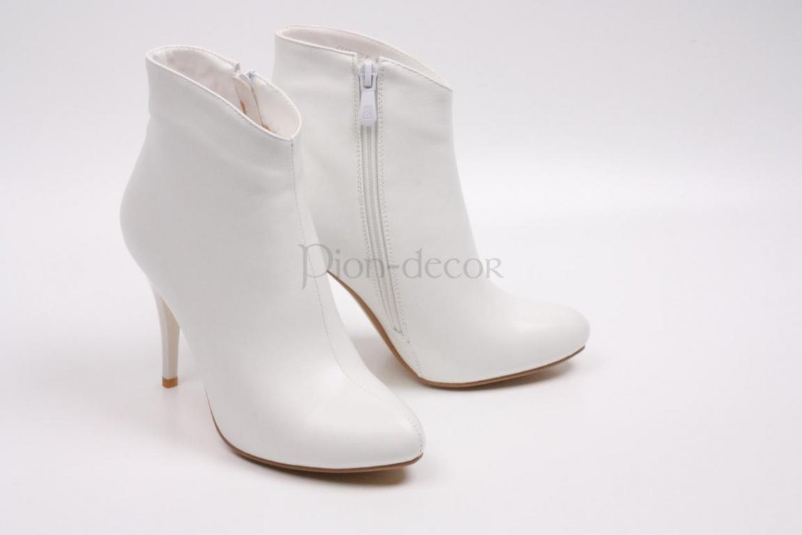 Свадебная и вечерняя обувь белого цвета по низким