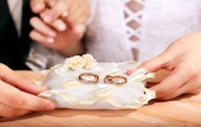 Как украсить свадебную корзину лентами своими руками