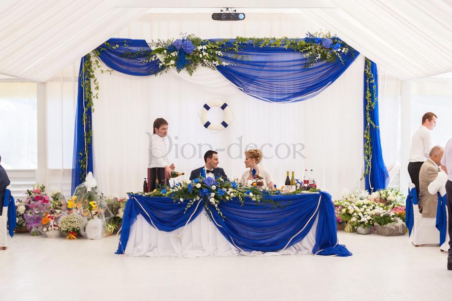 Стол молодоженов в синем цвете