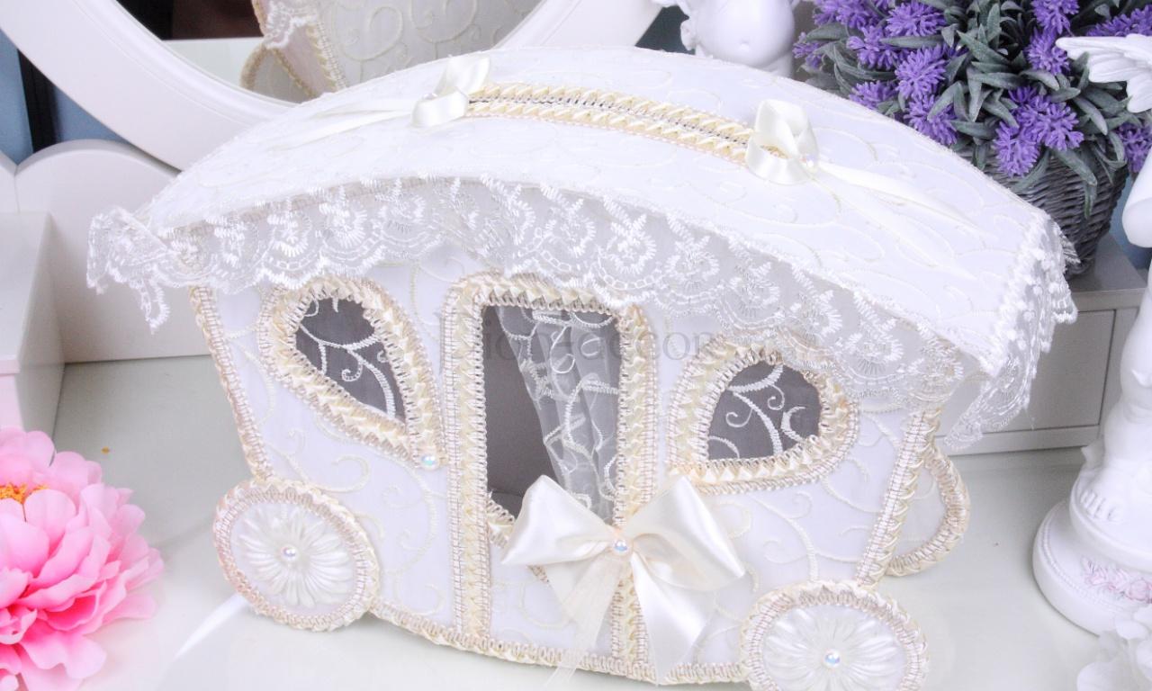Свадебная шкатулка для колец в виде кареты