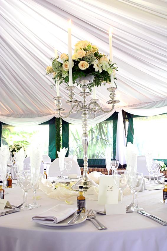 Оформление свадьбы цветами и свечами 63