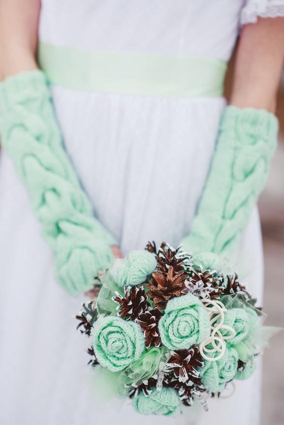 Вязаные свадебные перчатки