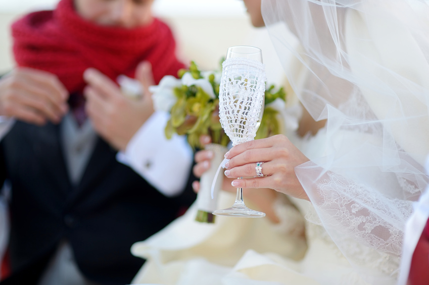 Вязаные украшения для свадебных бокалов