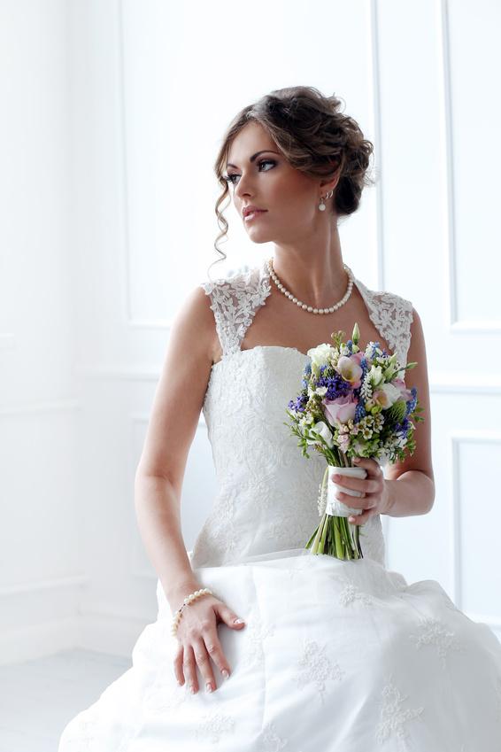 Как подобрать серьги к платью свадебному