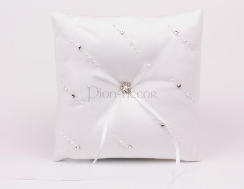 Украшение бисером свадебной подушечки