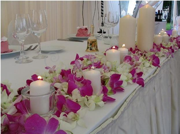 Оформление стола молодоженов живыми цветами