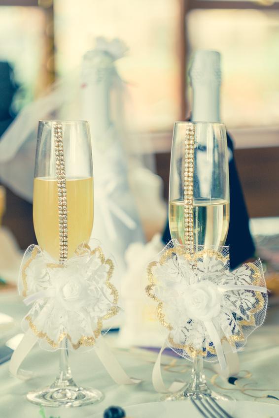 Как украсить своими руками шампанское на свадьбу