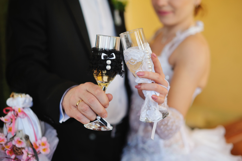 Cвадебные украшения на шампанское своими руками
