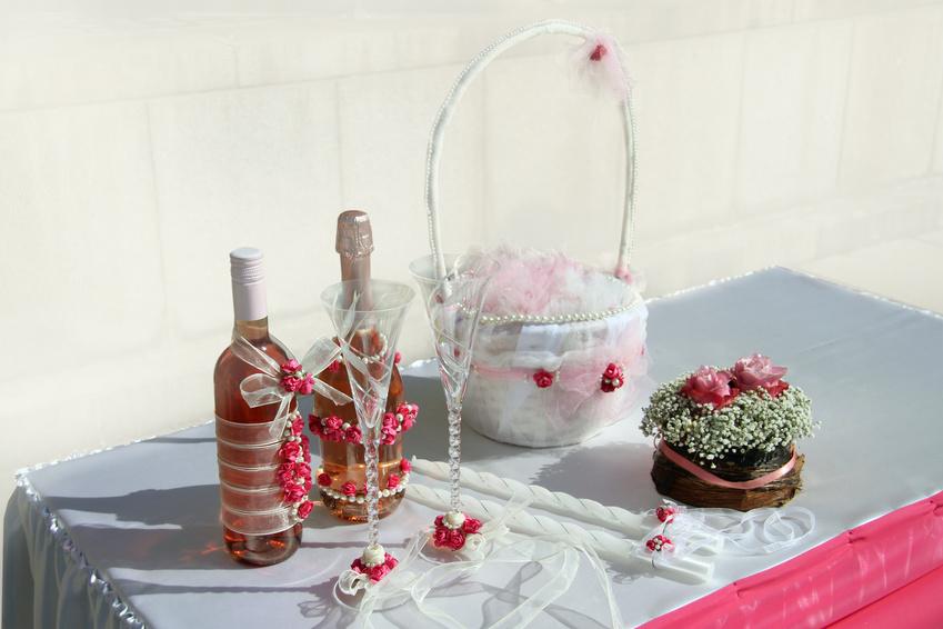 Как украсить лентами шампанское на свадьбу