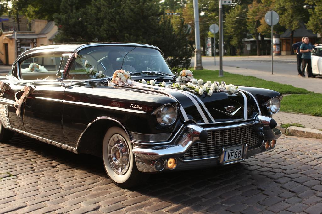 Свадебное украшение на VIP-автомобиль