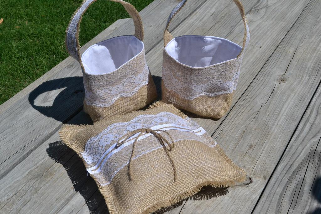 Свадебные корзины из грубого полотна