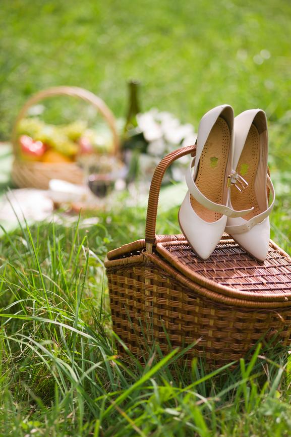 Корзина как свадебный аксессуар для фотосессии