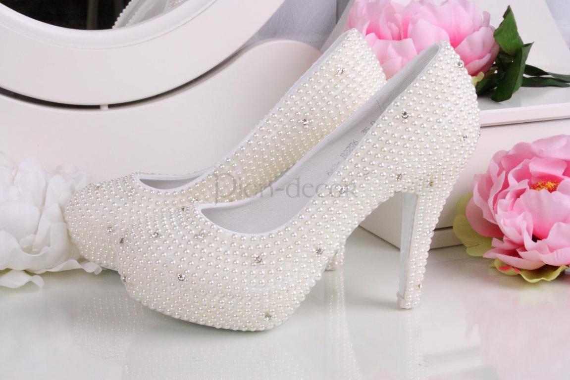 Свадебные туфли с отделкой под жемчуг