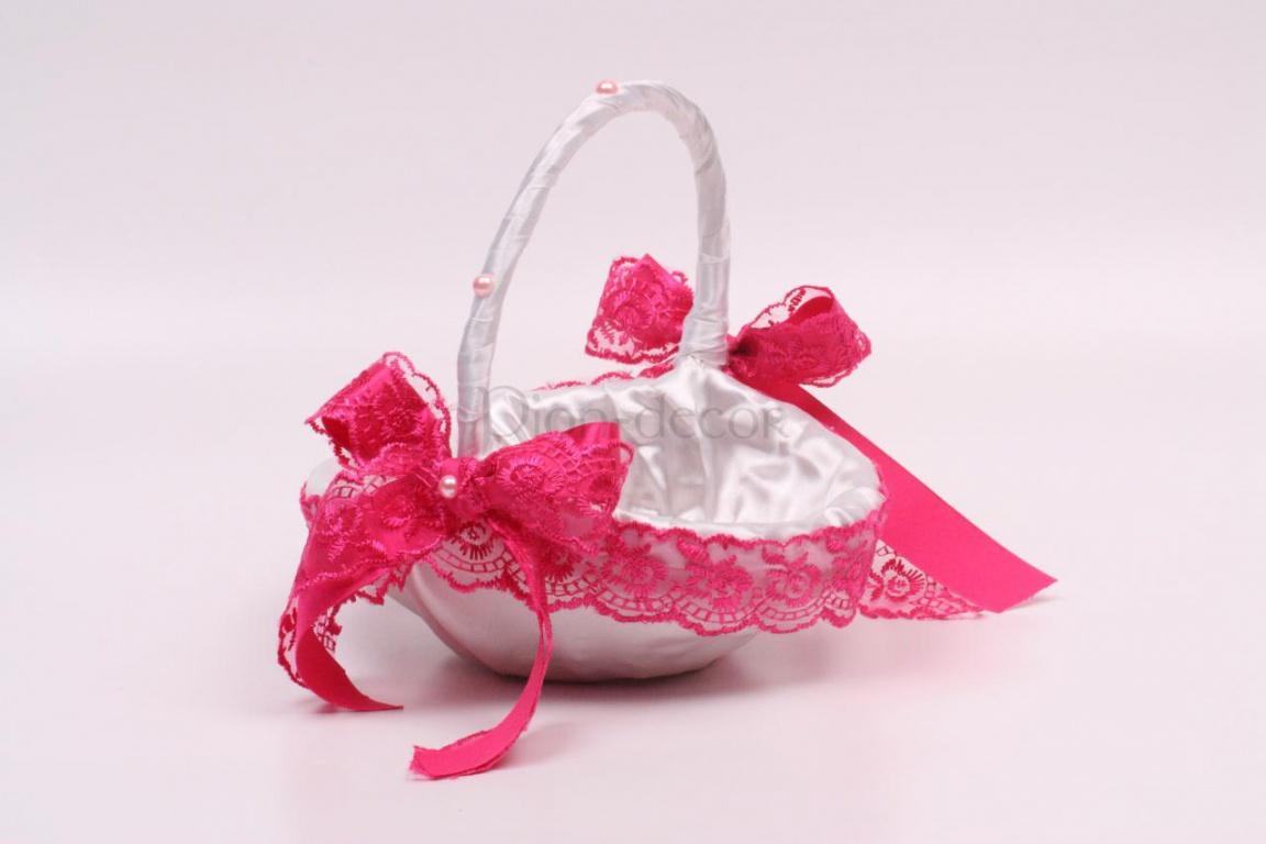 Украшение свадебной корзины бантами