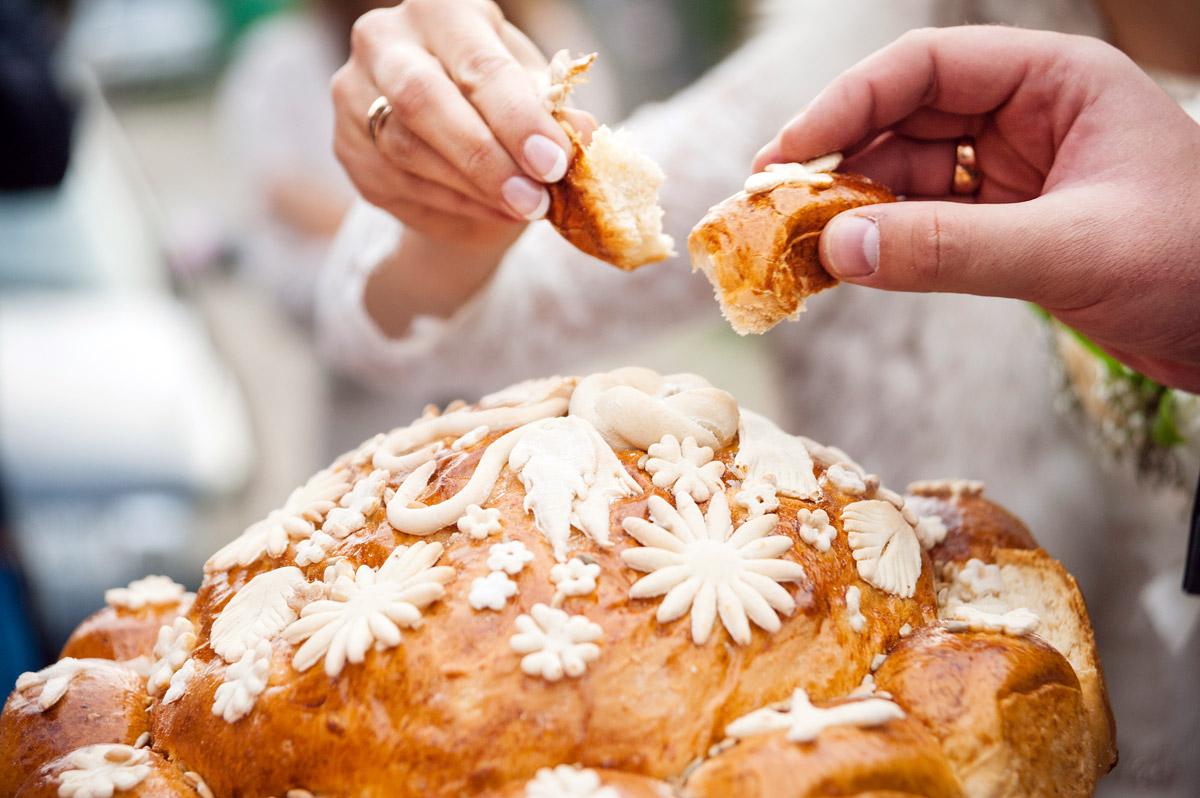 Красивый свадебный хлеб-каравай
