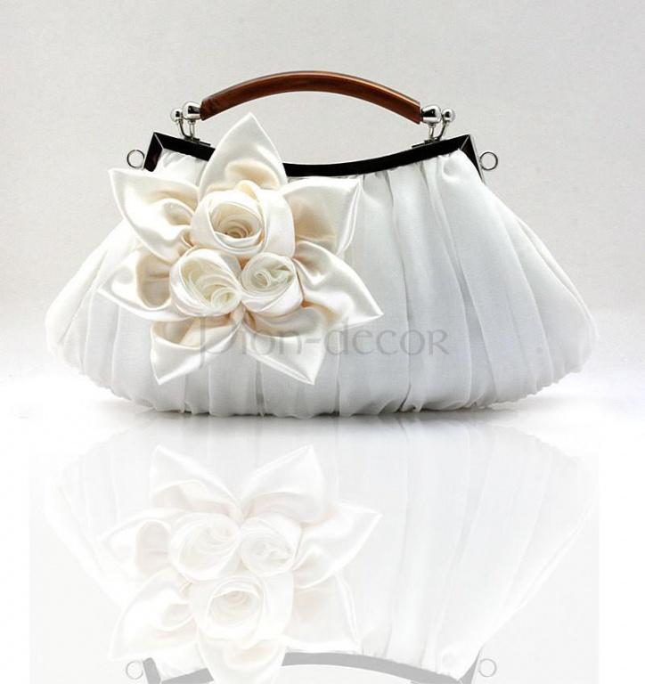 Свадебная сумочка, оформленная цветами