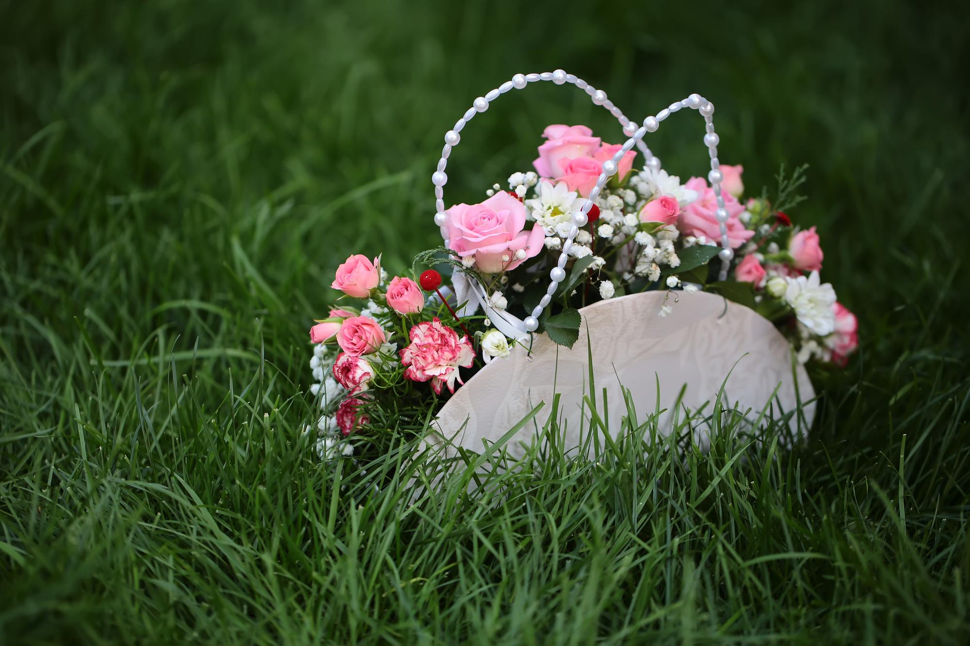 Свадебная сумочка-корзинка с живыми цветами