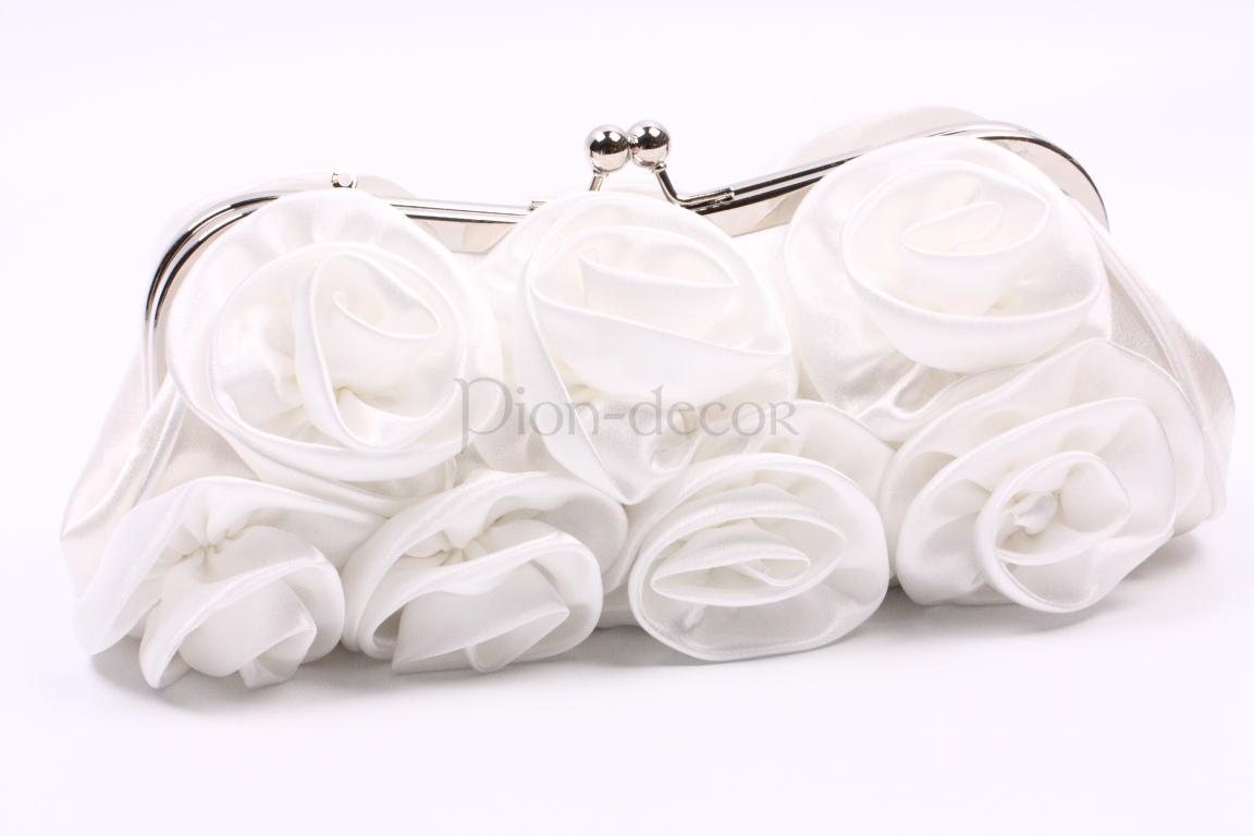 Белая свадебная сумочка невесты с розами