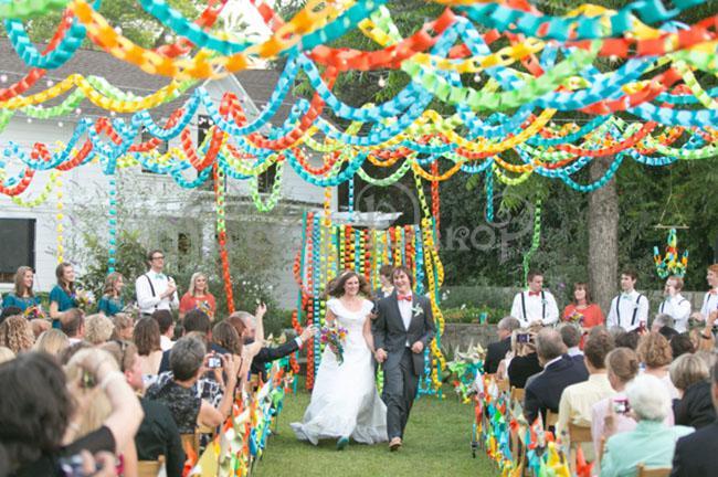 Украшение свадьбы бумажными гирляндами