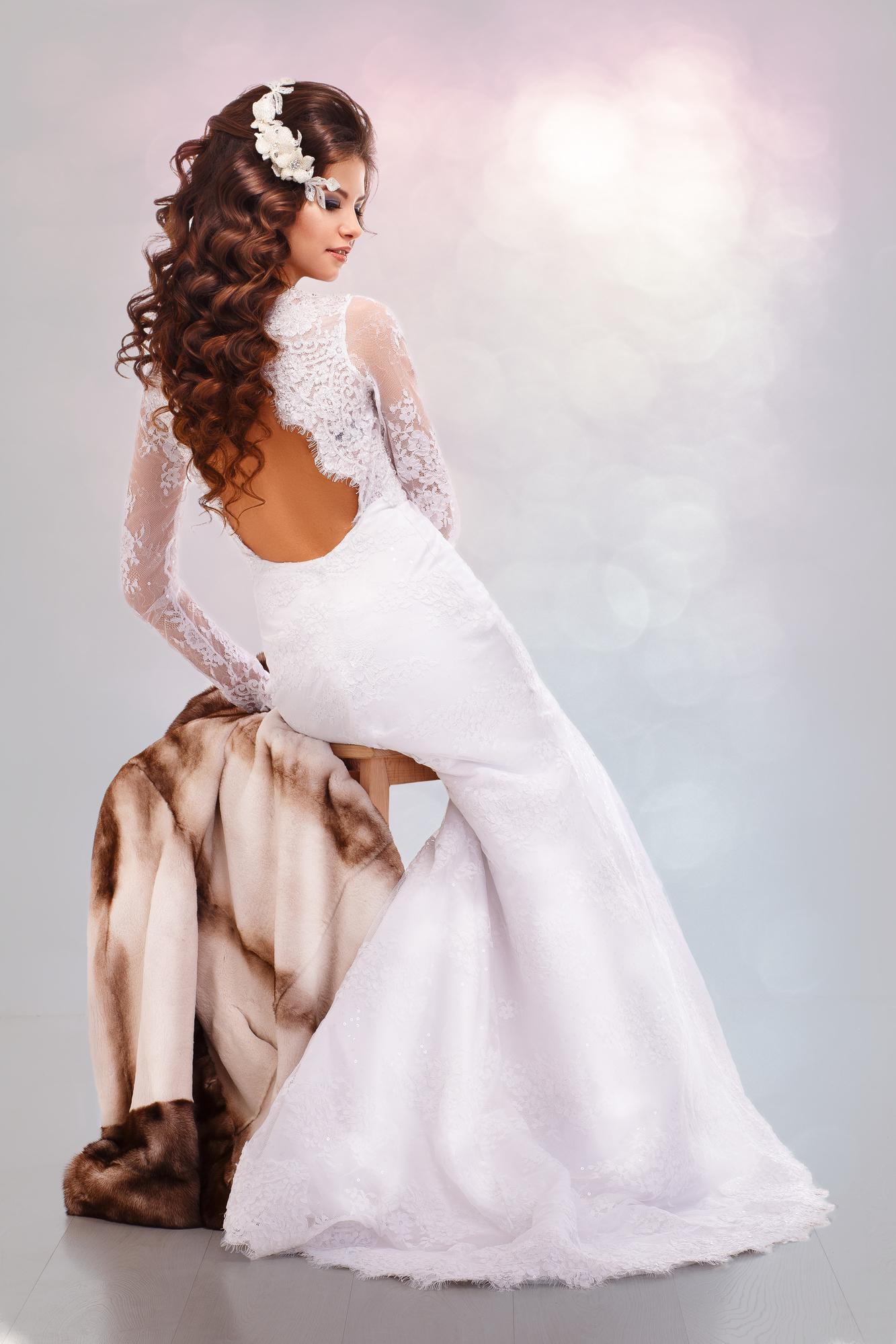 c6925aae3d7 Платья с открытой спиной - тенденции в свадебной моде 2016