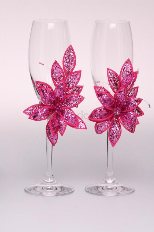 Декупаж свадебных бокалов искусственными цветами