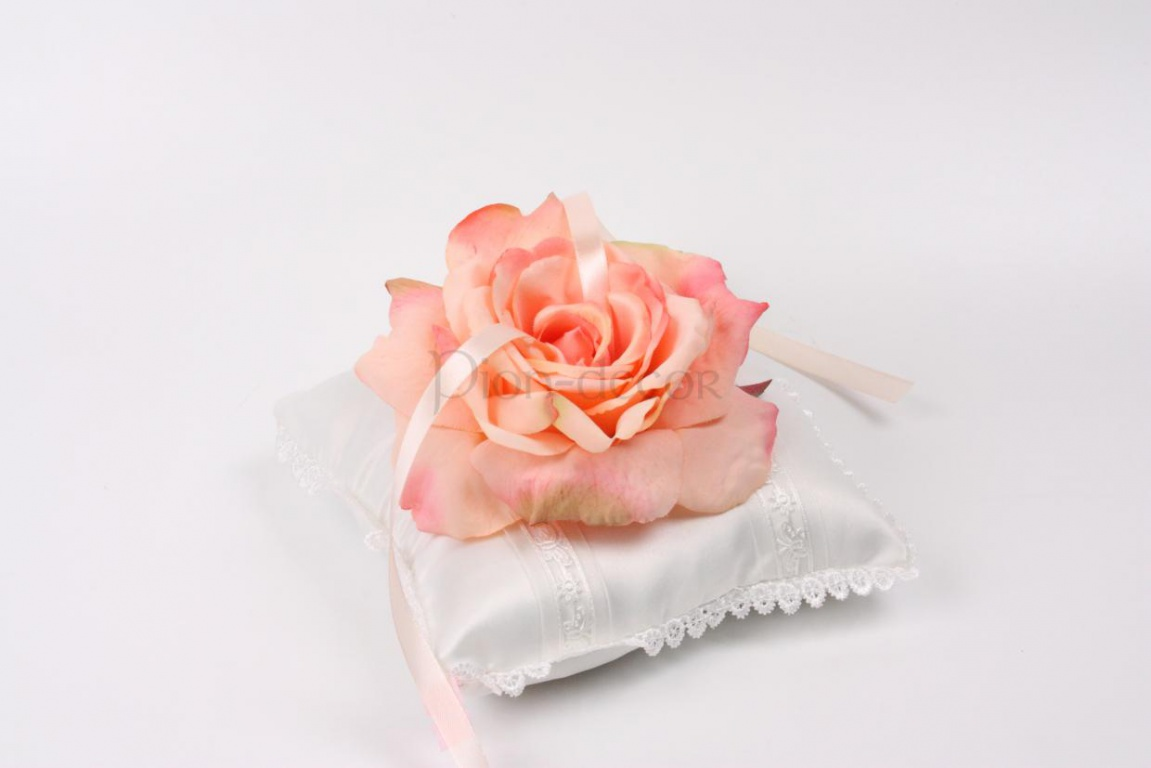 Подушка под кольца с цветком